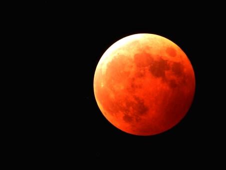 皆既月食2018年1月31日はブルームーンなのに赤い理由とは?